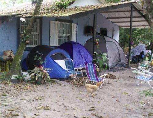 Camping e Estacionamento Pé na Água