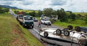 Carreta Rebocada Por Motor Home Se Solta Causando Acidente