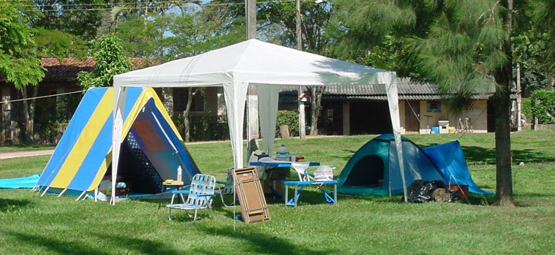 acampando de barraca