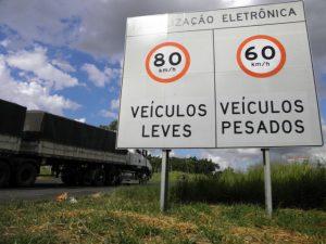 Máximo 90km/h p/ Reboques e Trailers: Cuidado!
