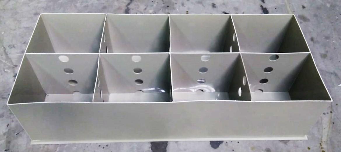 ... e perfurados para equalizar os níveis da água devagar.