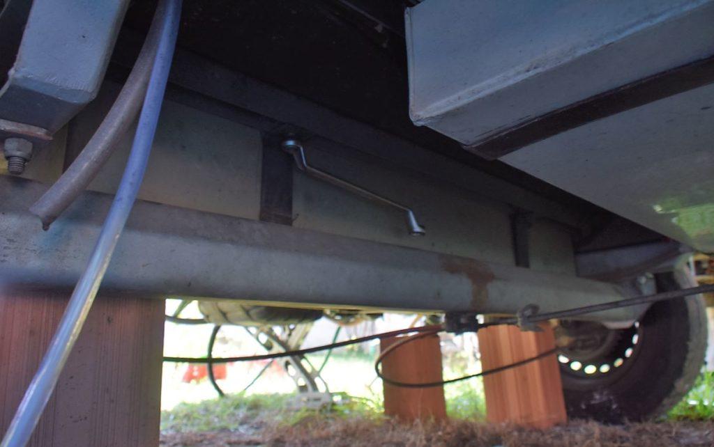 Fixação por duas cintas e 4 porcas de torque