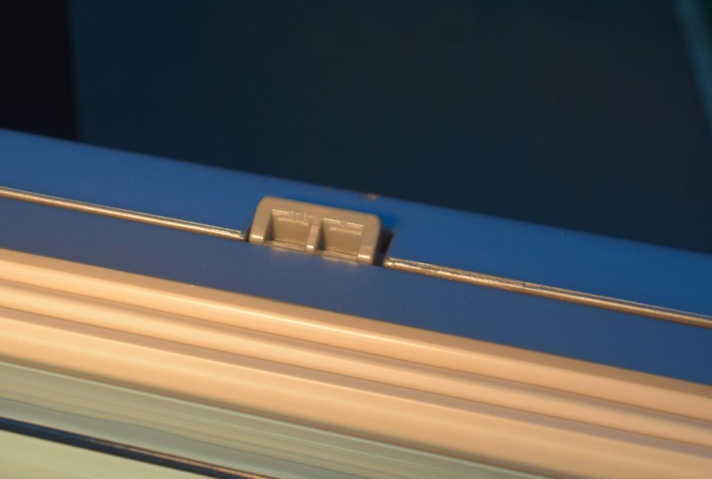 Lingueta auto-travante