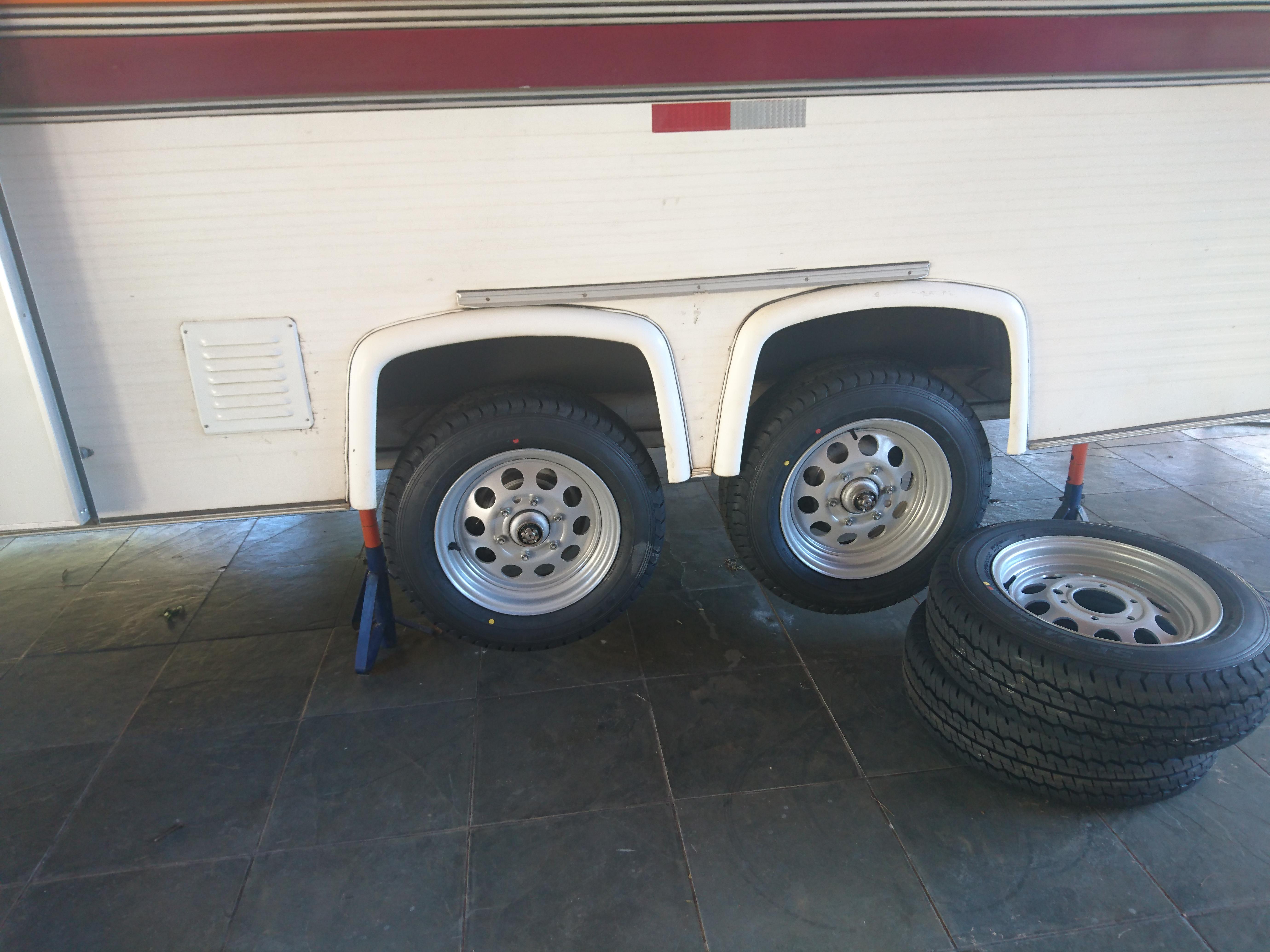 Conjunto de rodas e pneus novos
