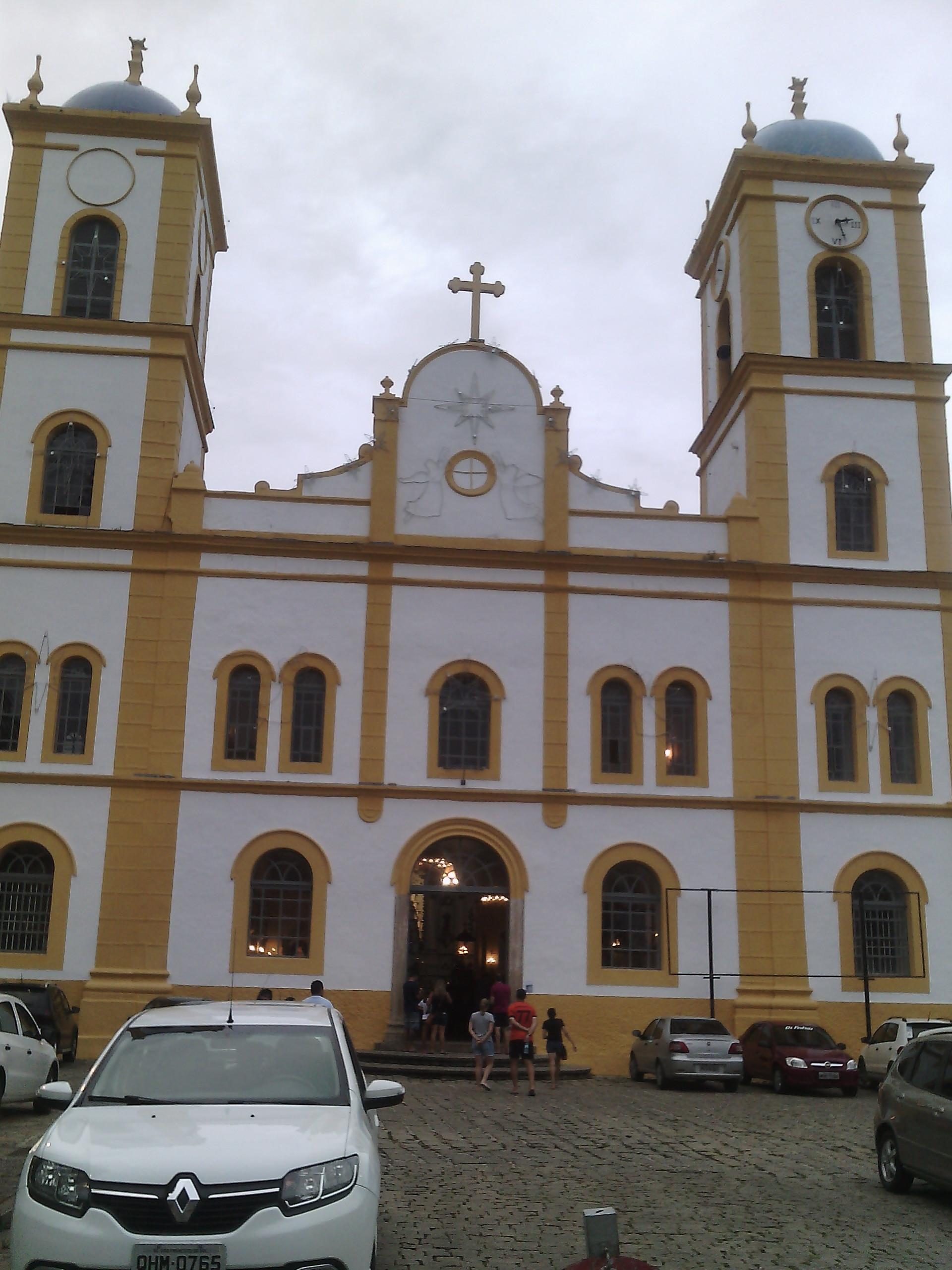 Igreja matriz da cidade, muito bonita e nesse dia tinha apresentação de Terno de Reis.