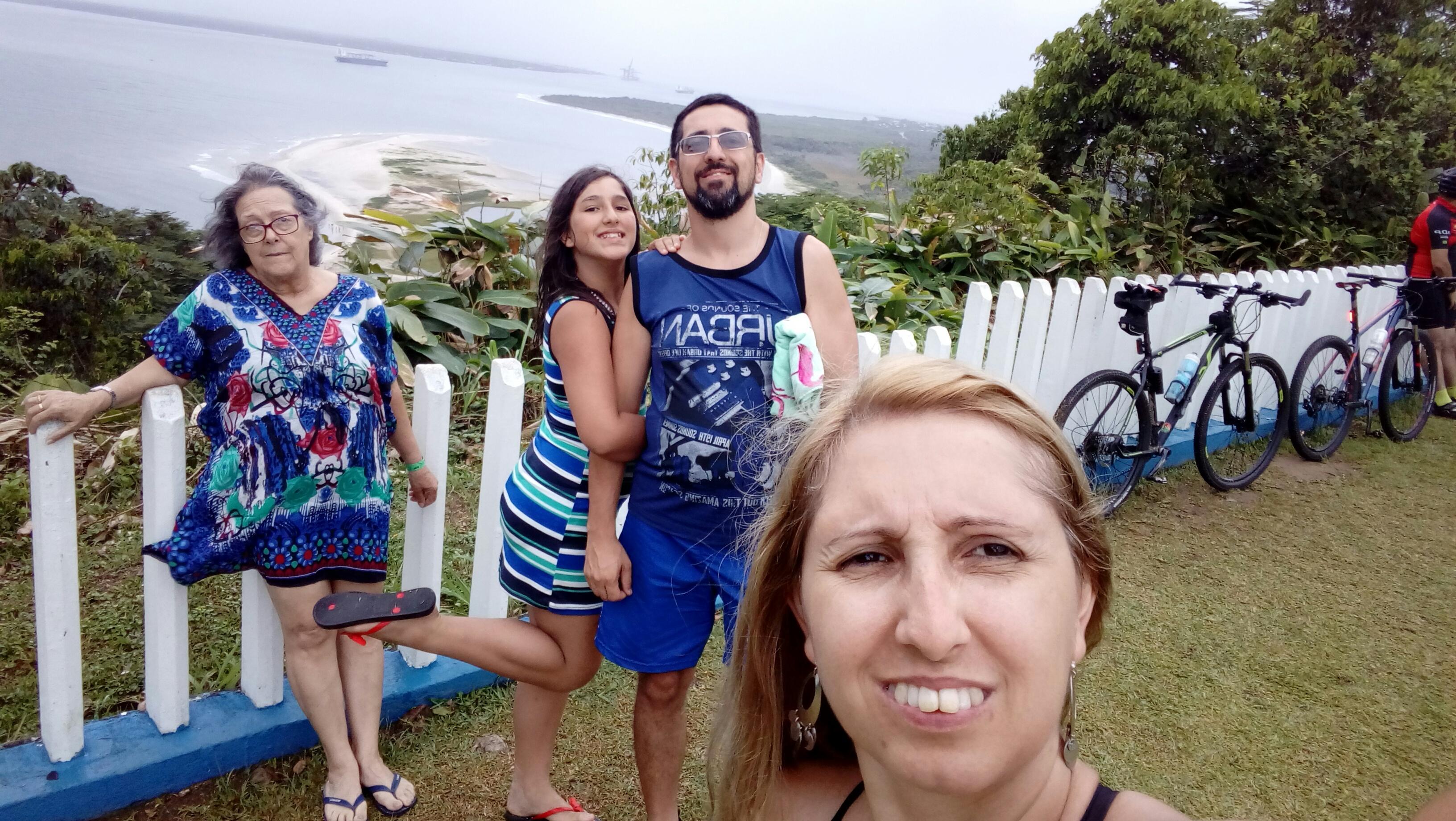 Família reunida no forte.