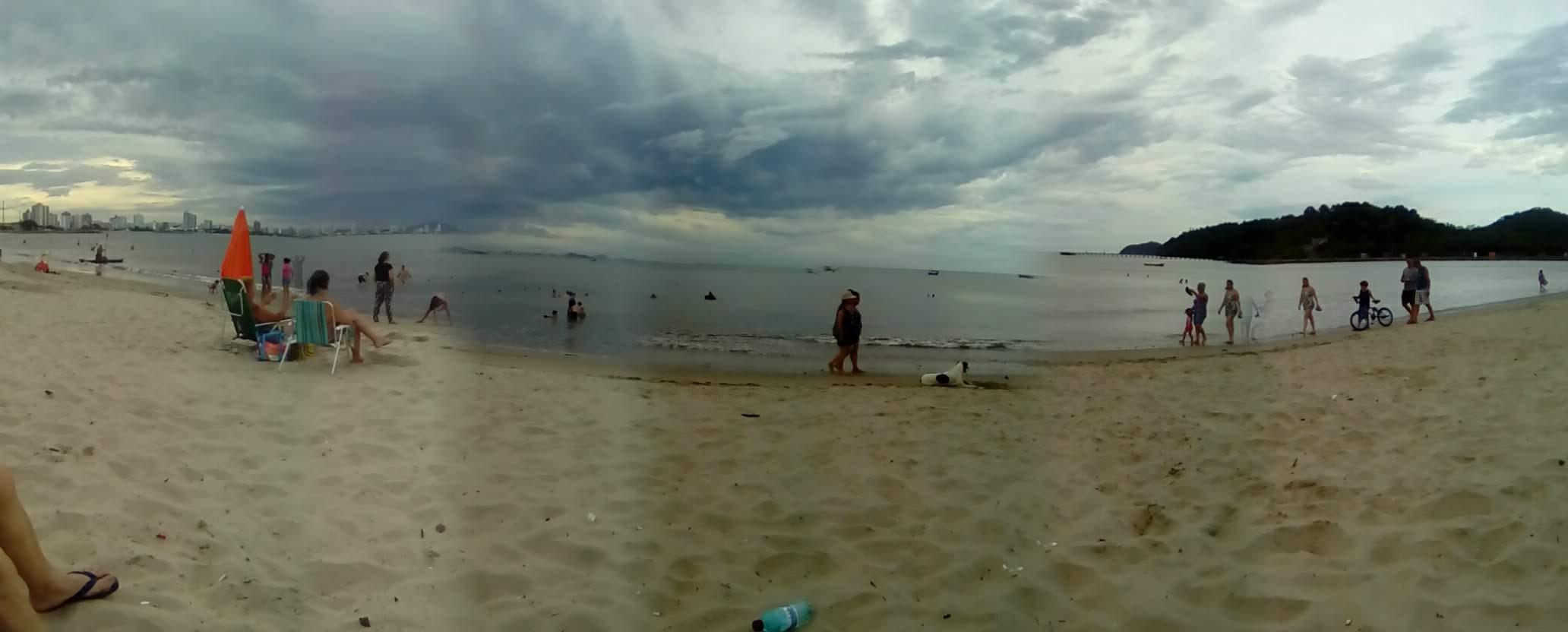 Praia Alegre, pena estar tão suja.